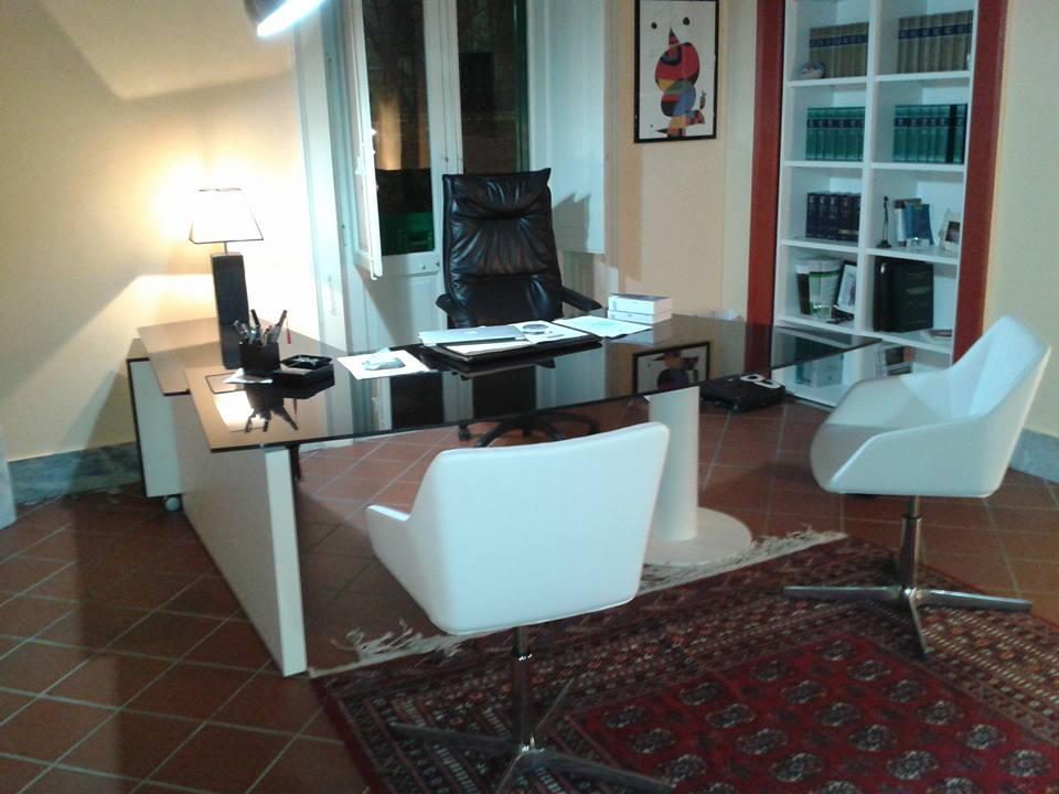 Arredamento per studio legale arredamento studio legale for Mobili studio legale